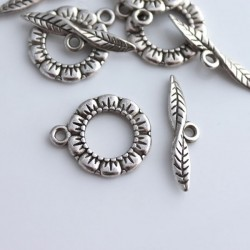 Antique Silver Tone 17mm Flower Toggle Clasp